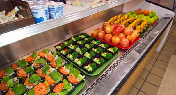 Healthier school lunch guidelines means more fruits and veggies
