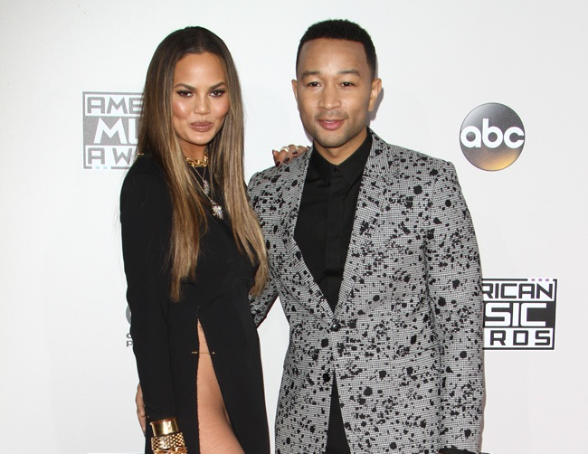 Chrissy Teigen ignites war against Twitter troll