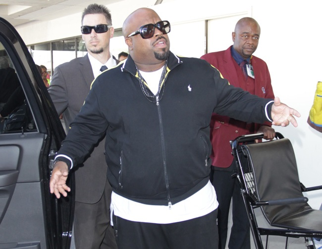 "CeeLo Green had staged ""cell phone explosion"" incident"