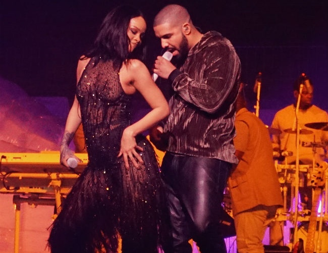 Rihanna is planning a romantic getaway with Drake