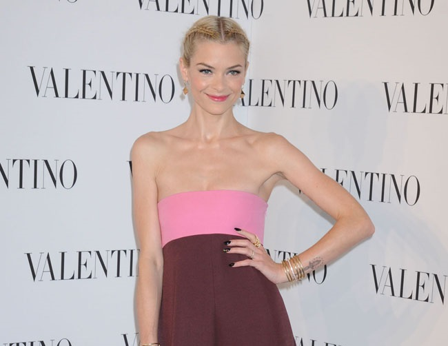 Jaime King praises Taylor Swift's godmother skills