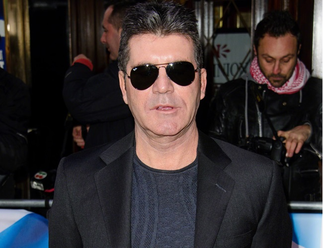 Simon Cowell apologizes for making offensive joke