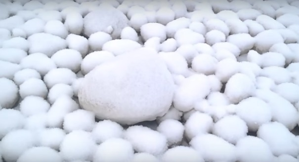Scientists shocked by massive snowballs on Russian beach [VIDEO]