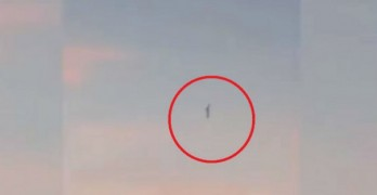 This stunning UFO video is raising huge questions